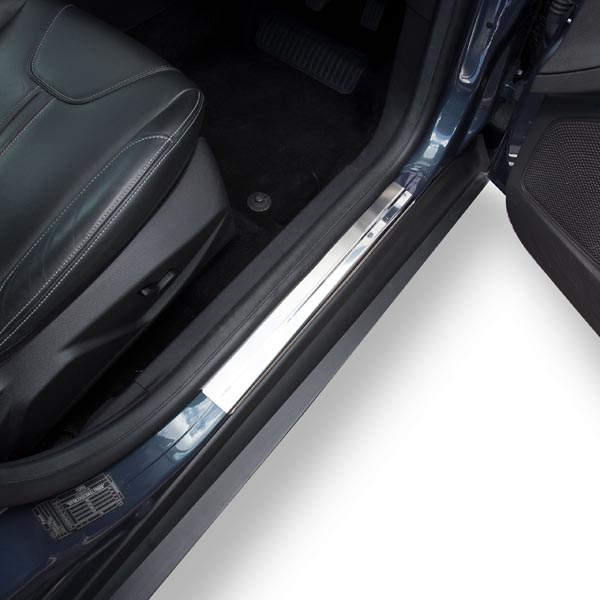 Travall® Sillguards per Ford Focus 5 Porte Hatchback (2010 >)